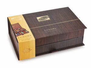 Большая деревянная шкатулка с конфетами ассорти - фото 1