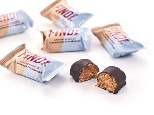 Конфеты FINDI кокос и арахис с варёной сгущенкой в шоколадной глазури - фото 1